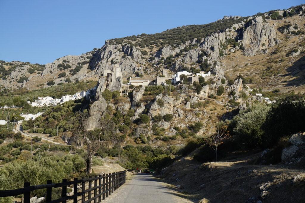 Vistas de Zuheros desde la vía verde